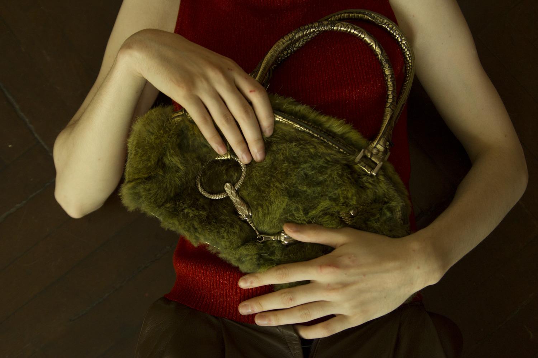 d00fc4325 На Валере: топ, секонд-хенд на Парижской Коммуны, - 350 ₽, брюки кожаные,  секонд-хенд на Парижской Коммуны, - 1500 ₽, сумка, Secondo, - 690 ₽